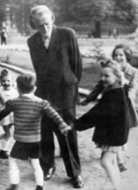 Zoltán Kodály avec des enfants